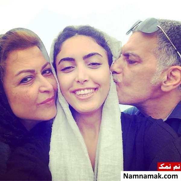 ساناز طاری و پدر و مادرش